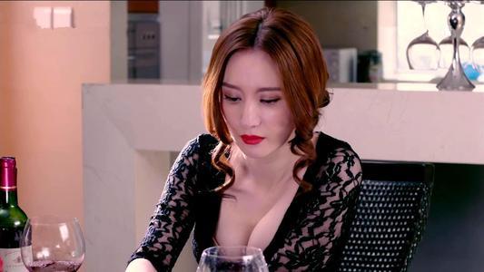 张萌回应《白发》滤镜争议 曝选角标准拒绝整容脸