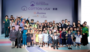COTTON USA X 刘薇 学生装发布会亮相中国国际时装周